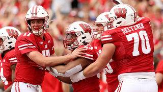 Wisconsin Badgers beat Michigan State Spartans 38-0