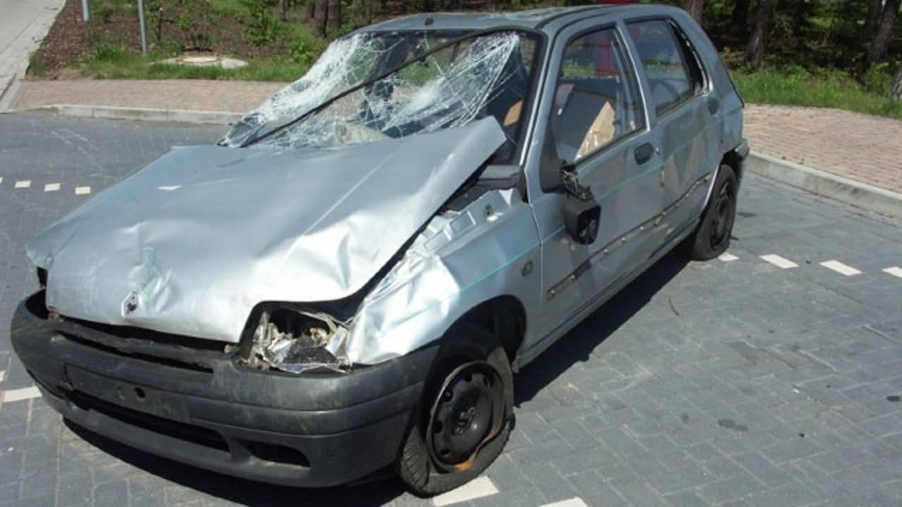crash damaged car_346368012300991