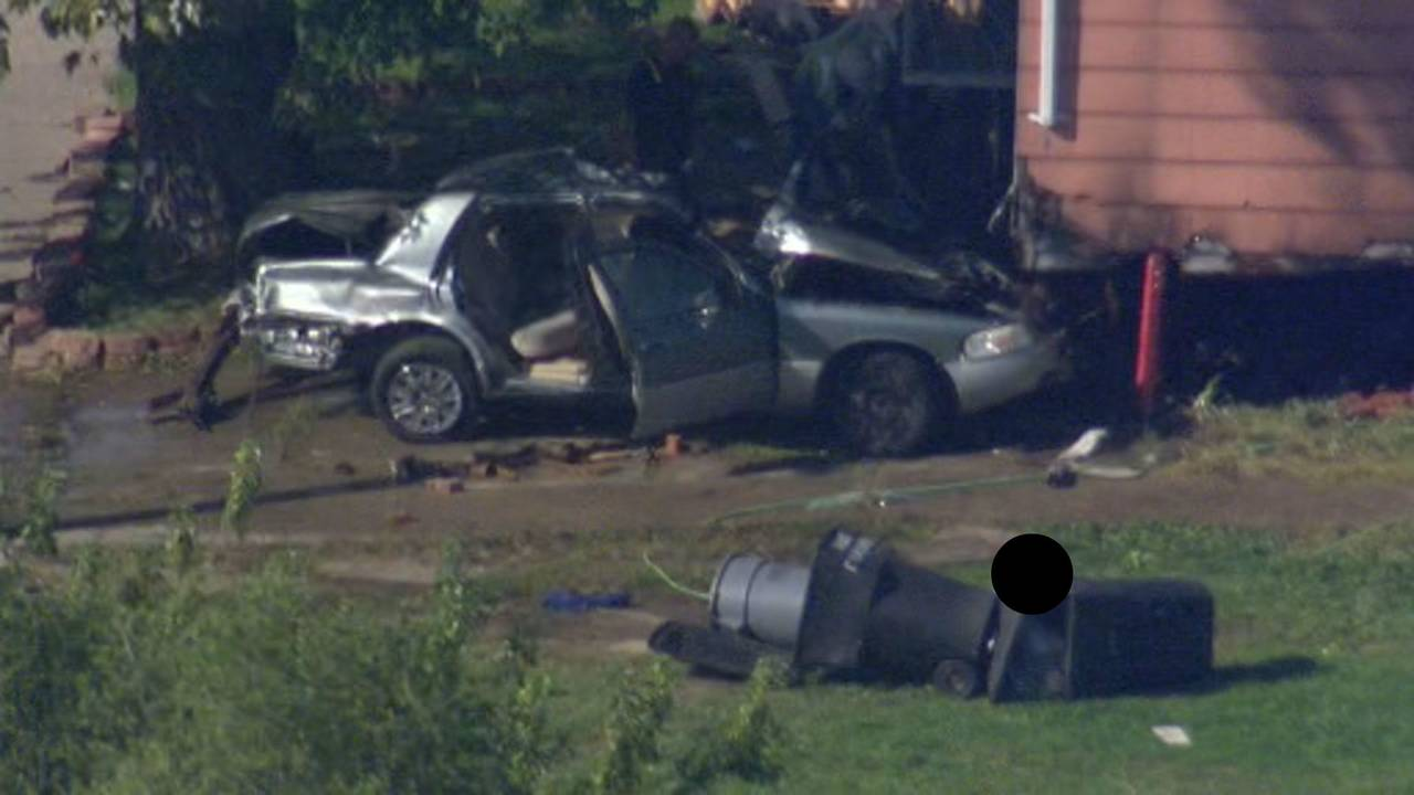 Car crashes into house Detroit's east side 2 killed 1