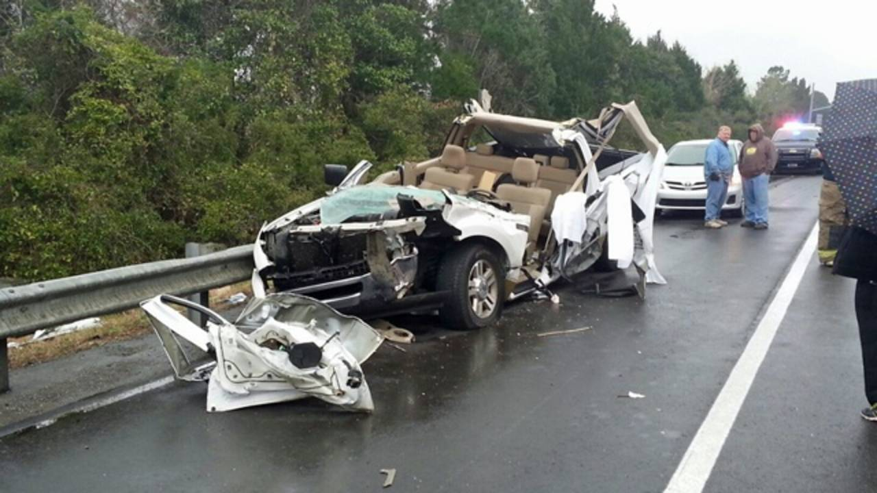 1 seriously hurt in I-95 crash with log truck