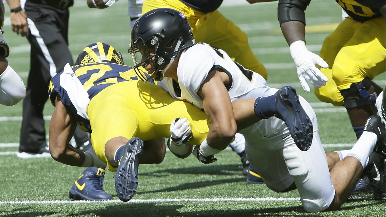 Zach Charbonnet dive Michigan football vs Army 2019