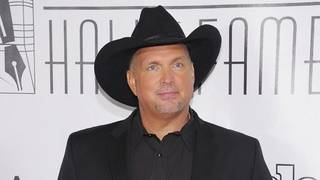 Country music superstar Garth Brooks to hold concert at The Swamp