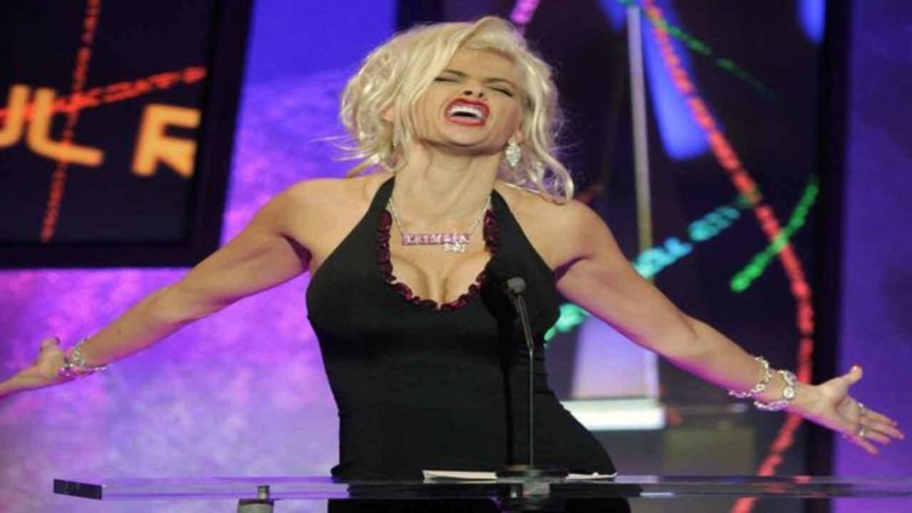 Anna Nicole Smith at American Music Awards in 2004