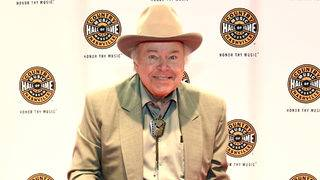 Roy Clark, 'Hee Haw' host, dies at 85