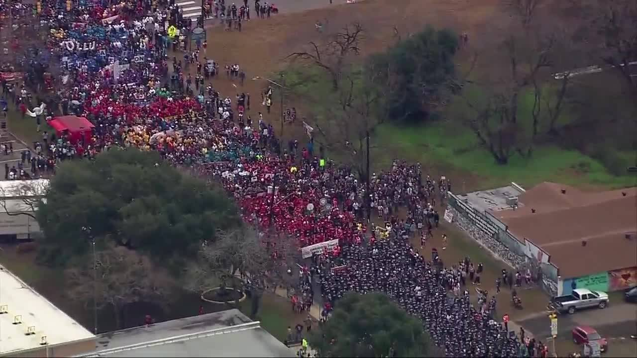 Raw Video MLK March Aerial View_20170116181601
