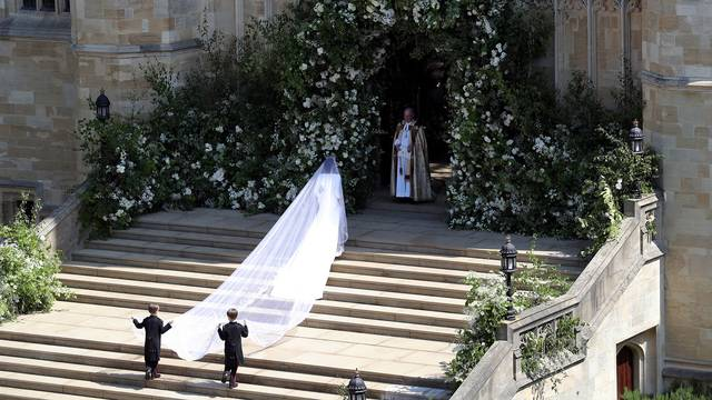 Royal Wedding Meghan Markle walks into chapel-75042528.jpg04491502