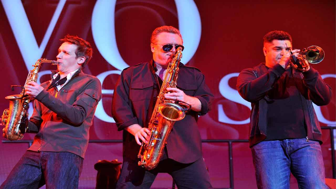 UB40 performs in 2010