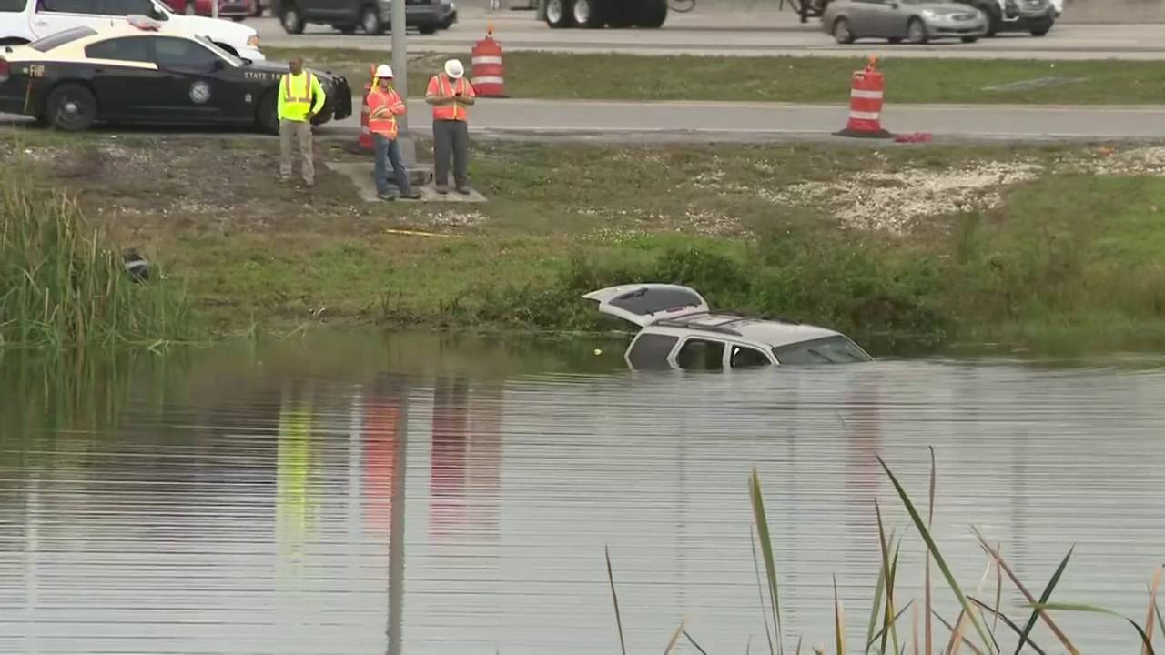 Good Samaritans rescue woman, girl after SUV plunges into pond