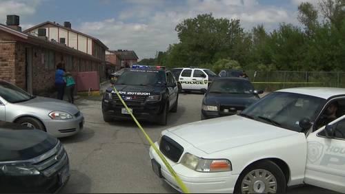 Man found dead on bedroom floor of SE Houston apartment, grandmother says