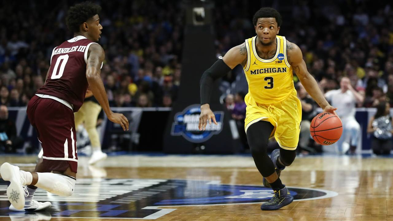 Zavier Simpson Michigan basketball vs Texas AM Sweet 16 2018