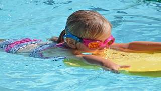 These programs offer financial help to families whose kids need swim lessons