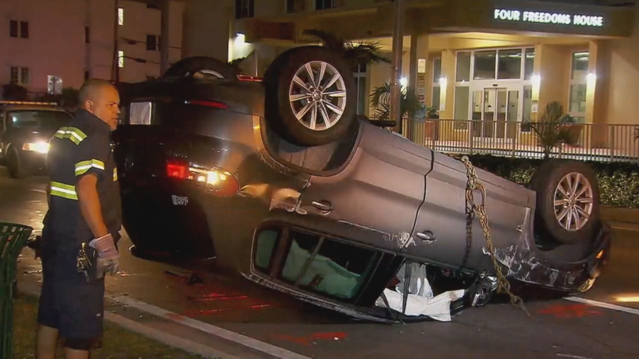 Taxi driver hurt in Miami Beach rollover wreck