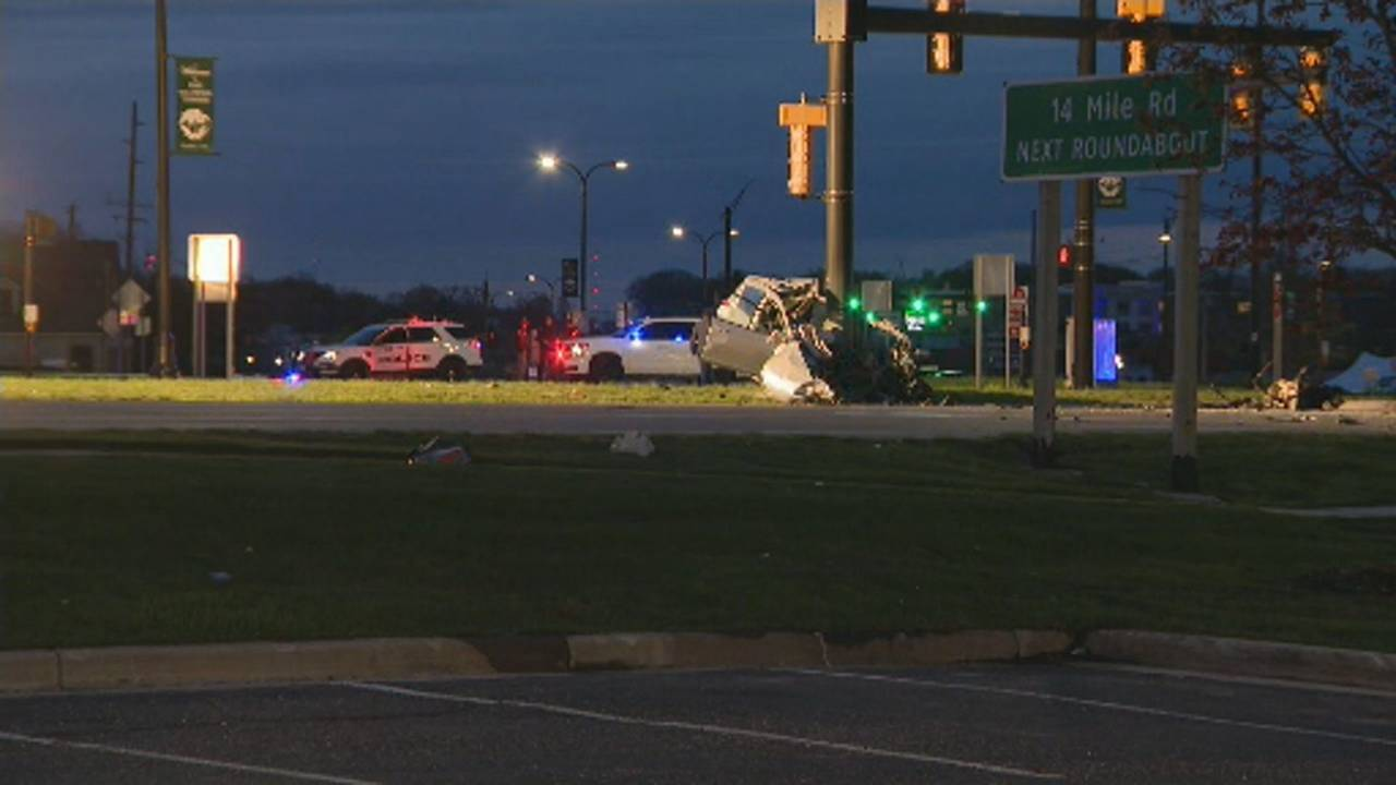 SUV smashes into pole West Bloomfield 4