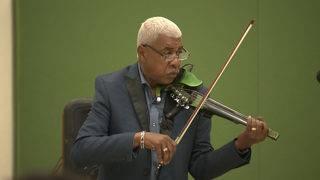 Noted jazz violinist visits Sam Houston High School