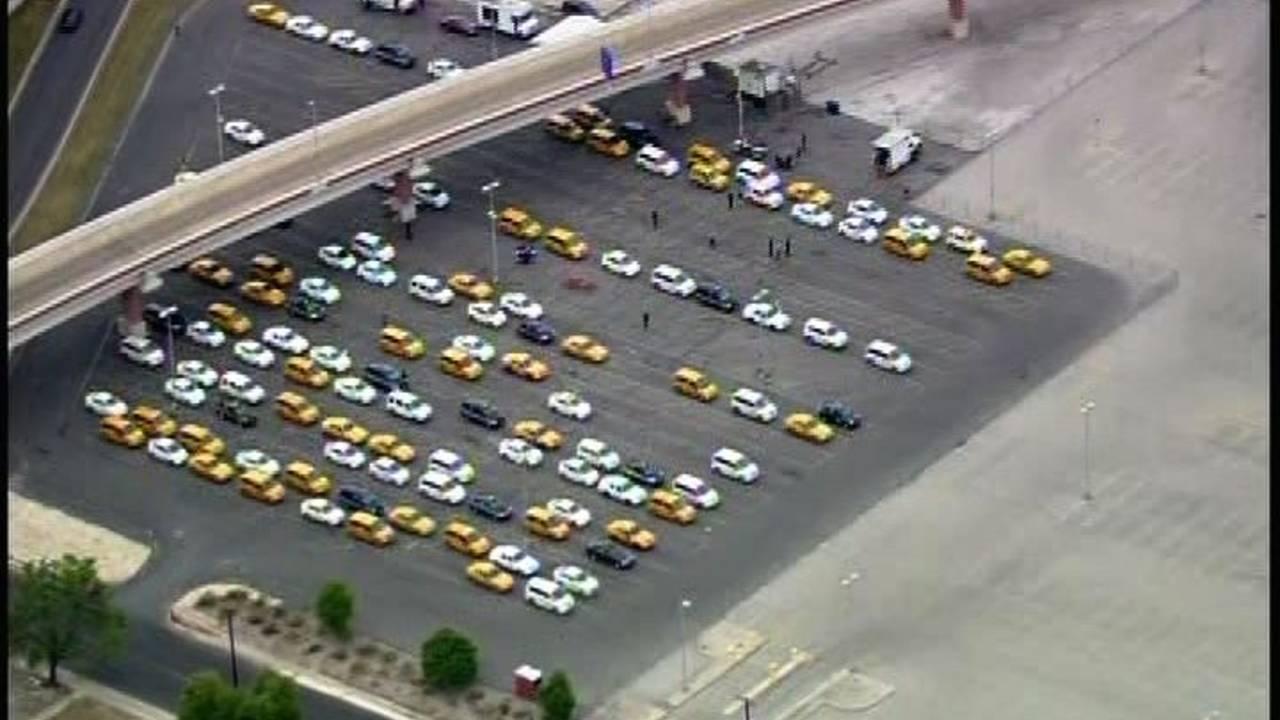 Taxi San Antonio >> San Antonio Airport Taxi Drivers Seek Help Beating The Heat