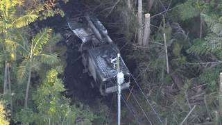 1 dead after power line falls on tree trimmers' truck in Pinecrest