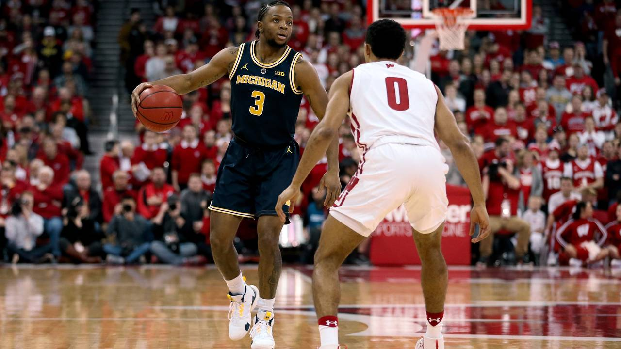 Zavier Simpson Michigan basketball at Wisconsin 2019