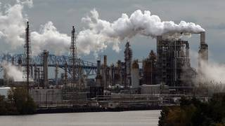 Largest East Coast oil refiner goes bankrupt, blames EPA rules