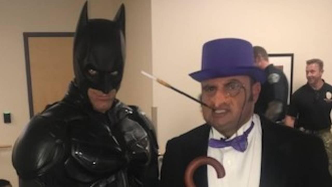 Batman and the Penguin (1)_1559317923600.jpg.jpg