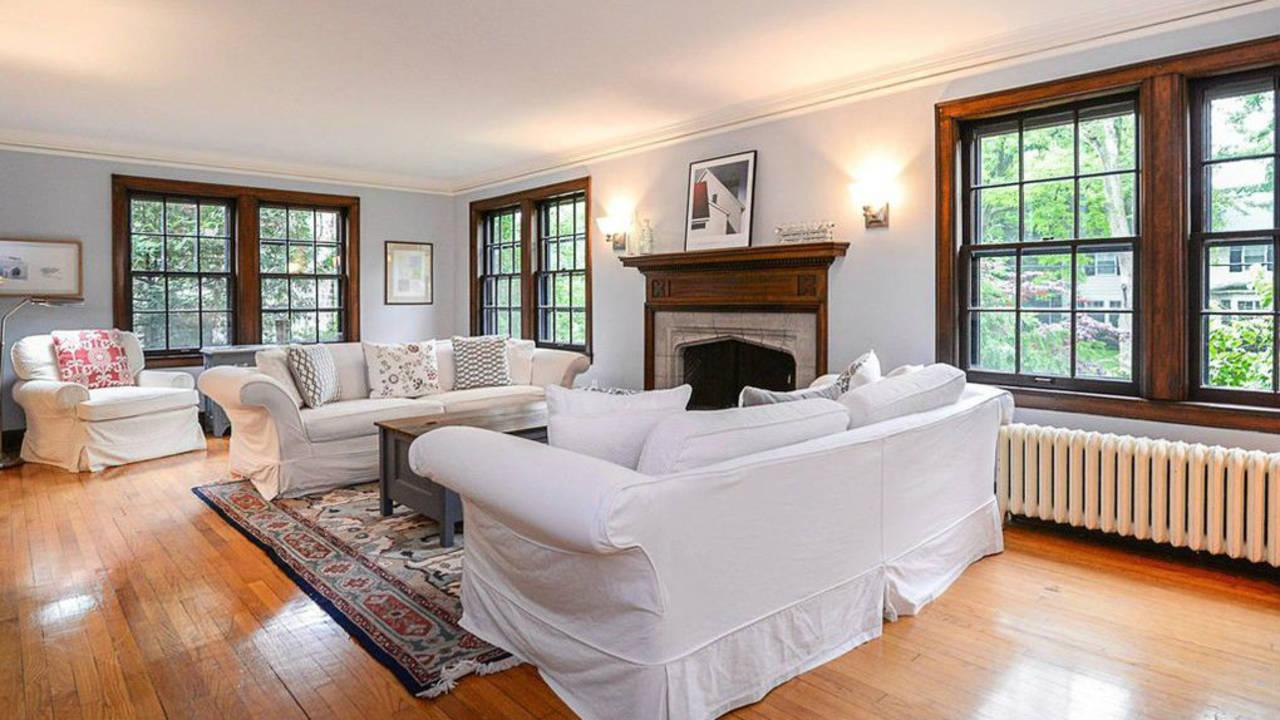 2023 Seneca Ave living room