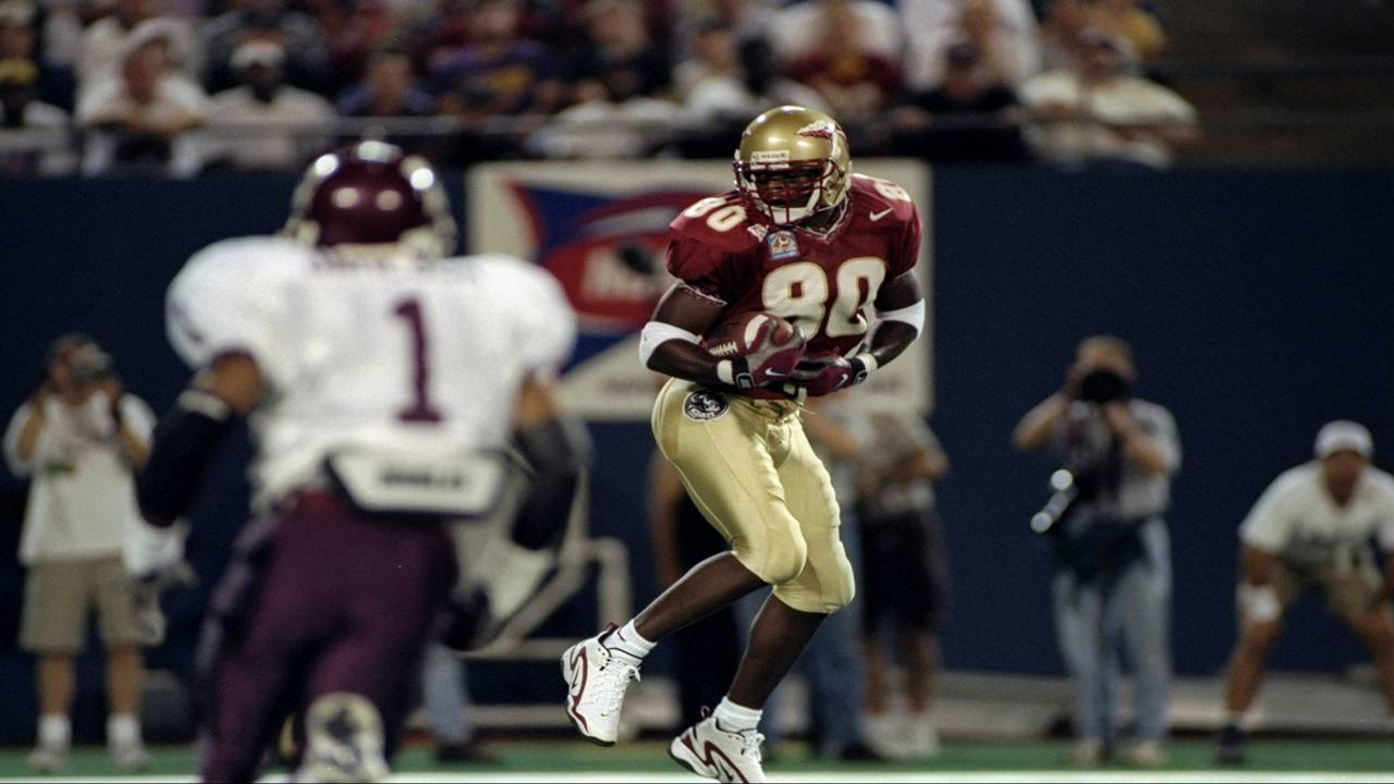 Florida State Seminoles wide receiver Ron Dugans catches pass against Texas A&M Aggies 1998