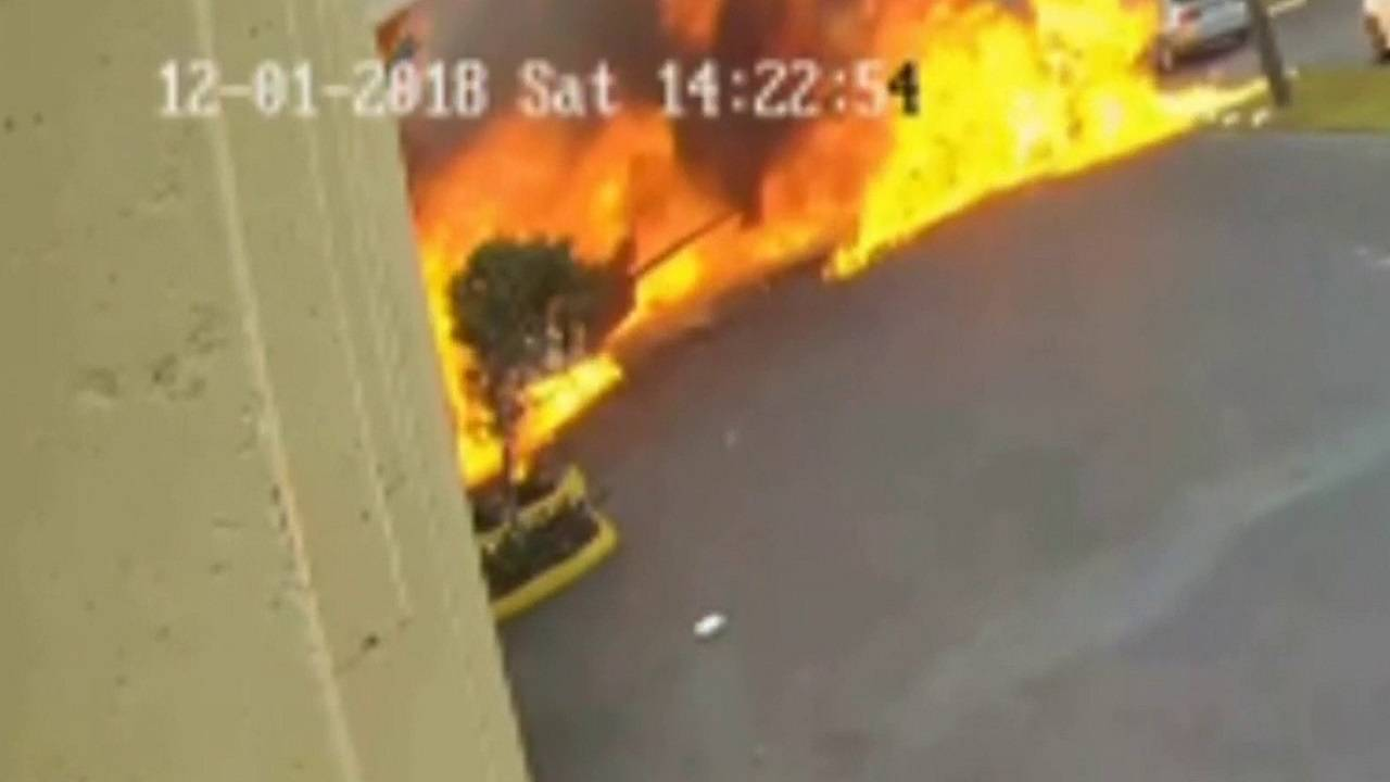 plane on fire after crashing in Fort Lauderdale