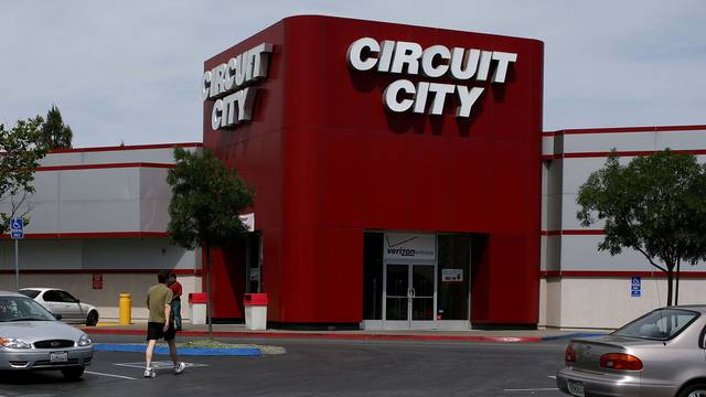Circuit City makes comeback, to return with online and retail...