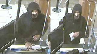 Man in hoodie robs Chase Bank branch in Hollywood