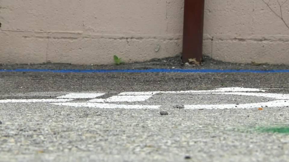 Handicapped parking at La Estrella de Oro pawn shop