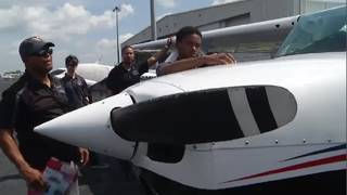 Orlando pilot gives students hands-on aviation experience
