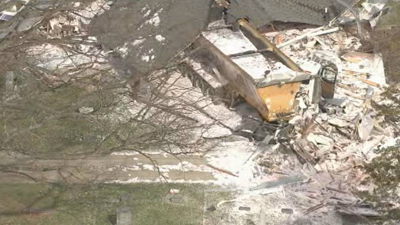 Semi truck crashes into house Macomb Township 4