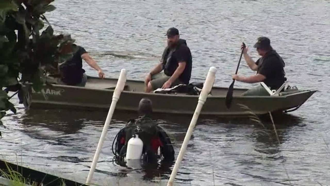 Police divers in search for Lonzie_34355992