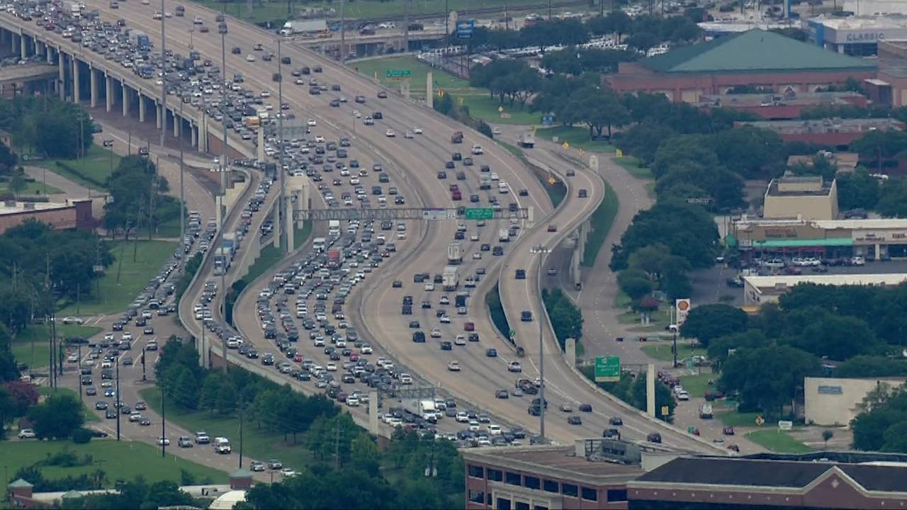 Traffic backup on SW Freeway in Sugar Land 06-11-2019