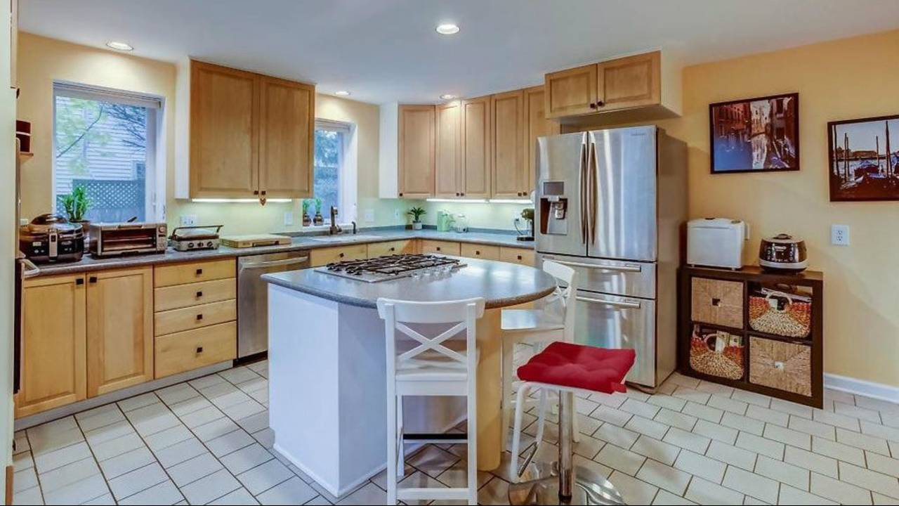 1906 Old Orchard Ct. kitchen