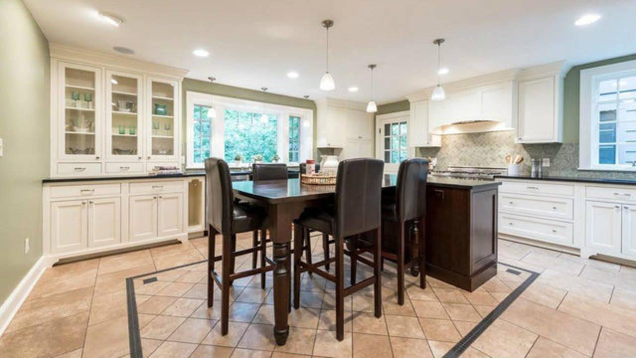 2204 Lafayette Rd kitchen