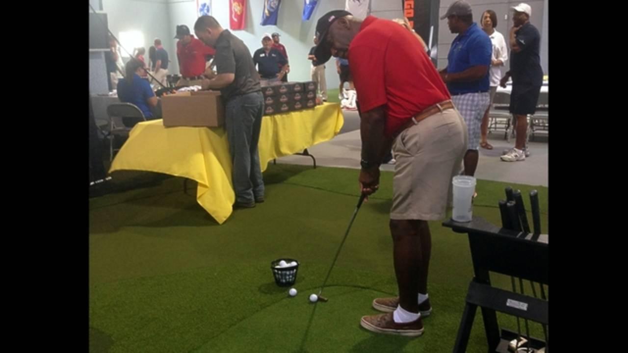 Tee playing indoor golf