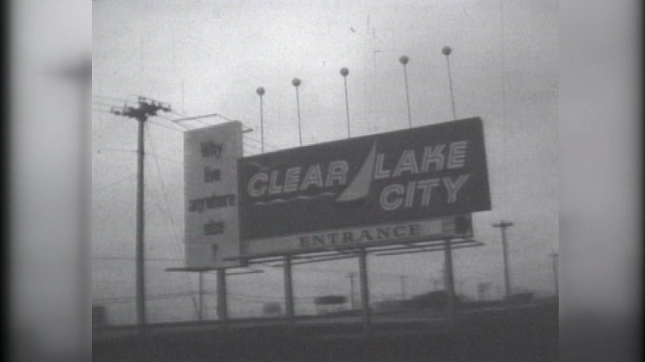 Clear Lake City entrance sign
