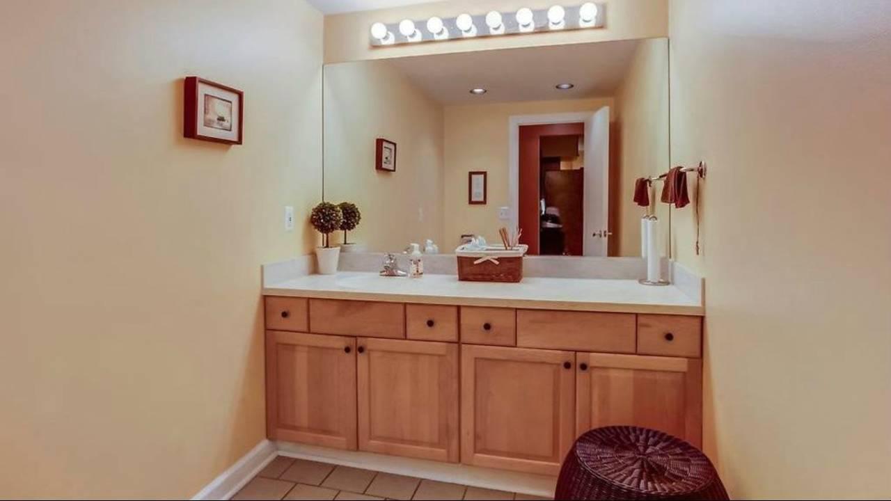 1906 Old Orchard Ct. bathroom