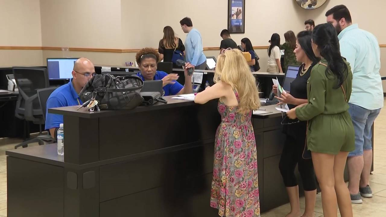 long lines at Texas DPS office