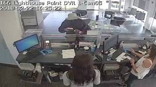 Same robber believed to have targeted 2 banks in Broward County