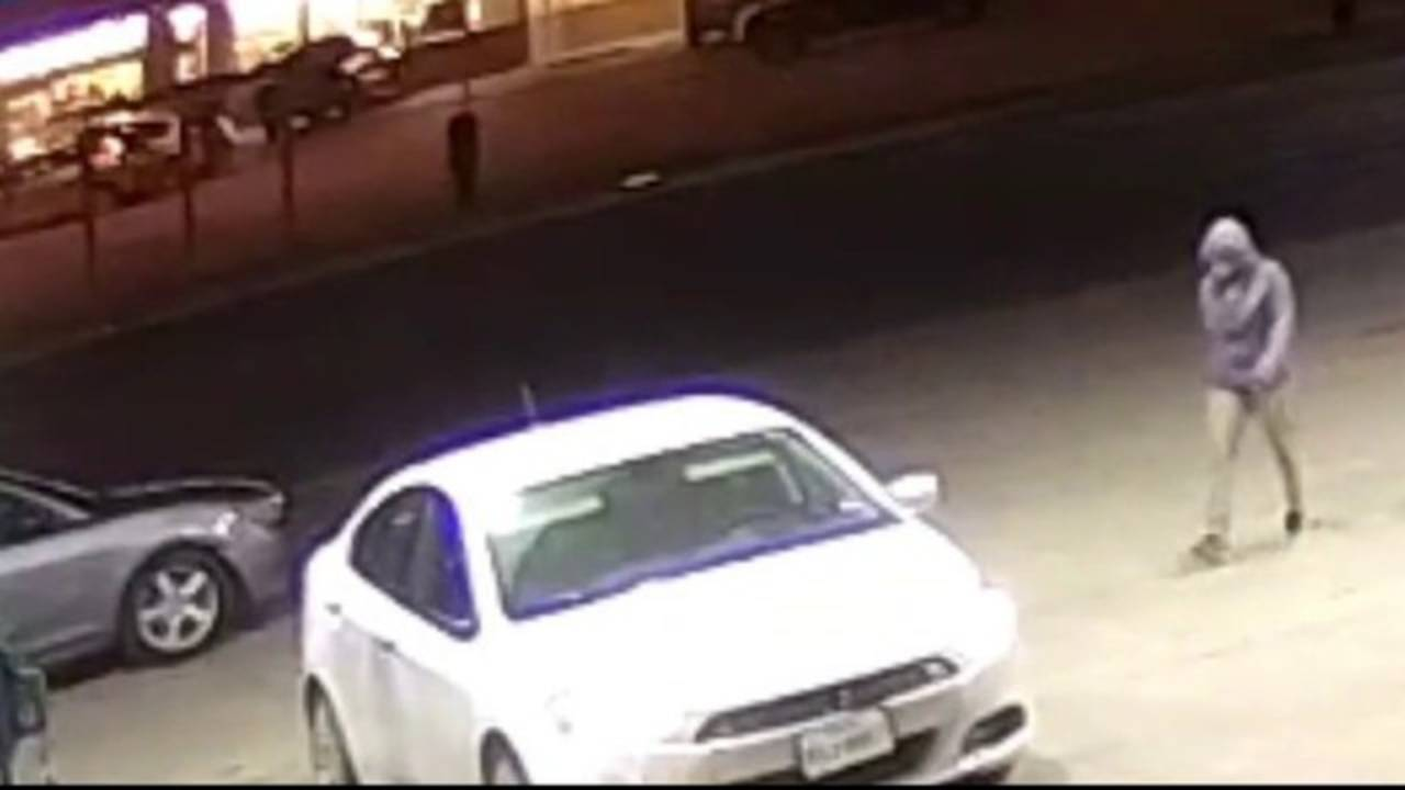 CLOSE UP Surveillance video shows woman stealing car, taking carrier20190106000754.jpg