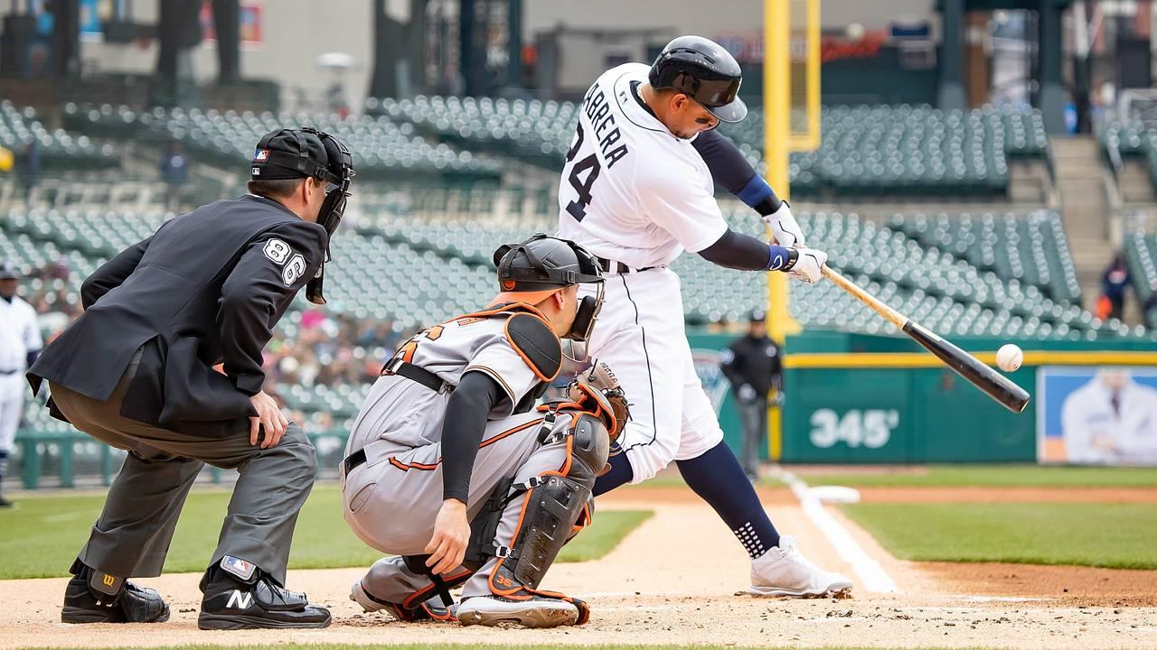 Miguel Cabrera base hit Detroit Tigers vs Orioles 2018
