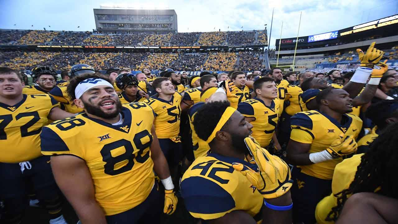 West Virginia Mountaineers players sing 'Take Me Home Country Roads' in 2018