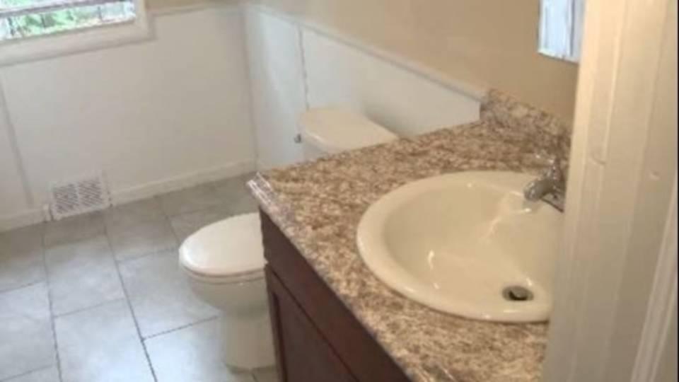 prescott street bathroom_34393496