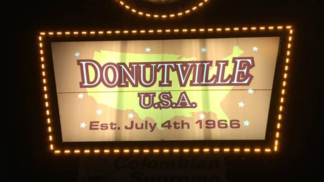 donutville usa sign