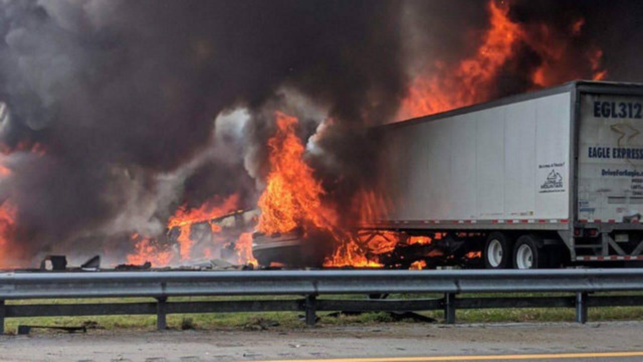 5 children among 7 dead in fiery I-75 crash near Gainesville