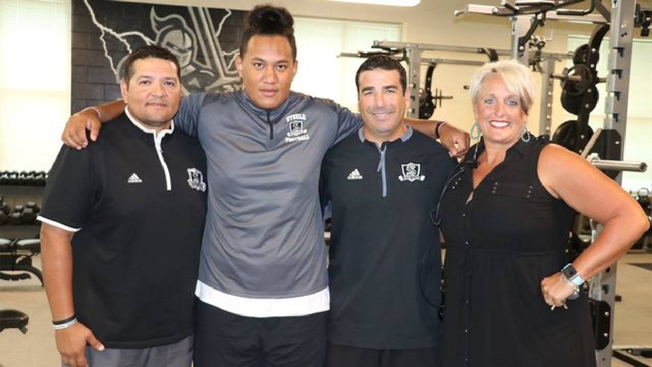steele with coaches_1.jpg