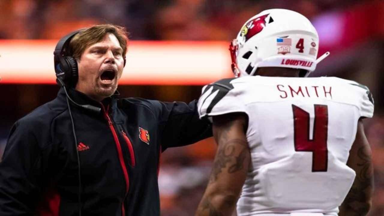 Louisville Cardinals defensive coordinator Brian VanGorder yelling on sideline at Syracuse Orange in 2018