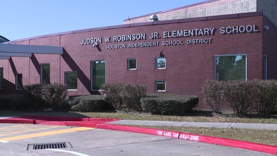 robinson elementary school exterior_1515455774376.jpg