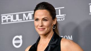 Jennifer Garner's guidelines to a good life? Dress like a mailbox